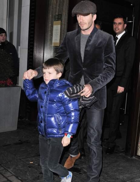 David Beckham avec son fils Cruz à la sortie du restaurant vendredi soir