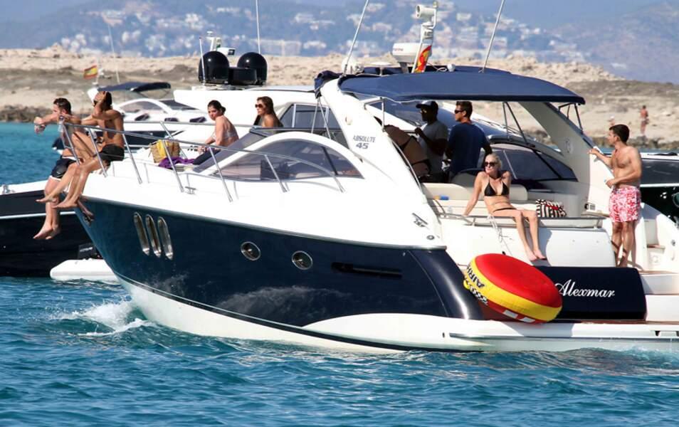 Nicole Scherzinger et ses amis sont sur un bateau...