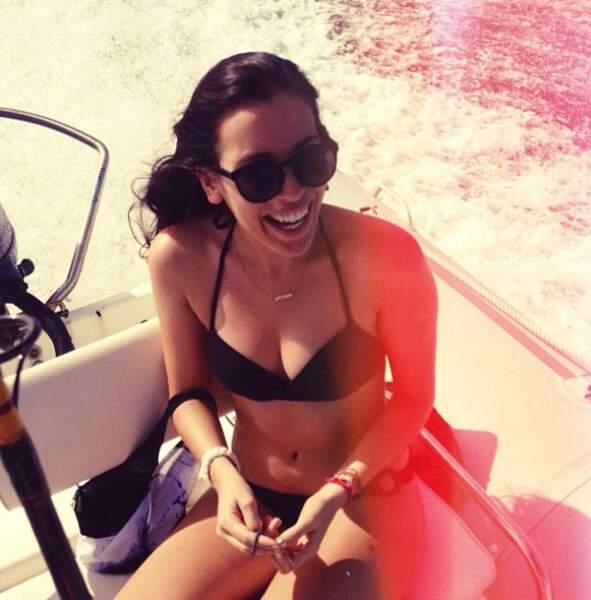 Clara McGregor dans un petit bateau
