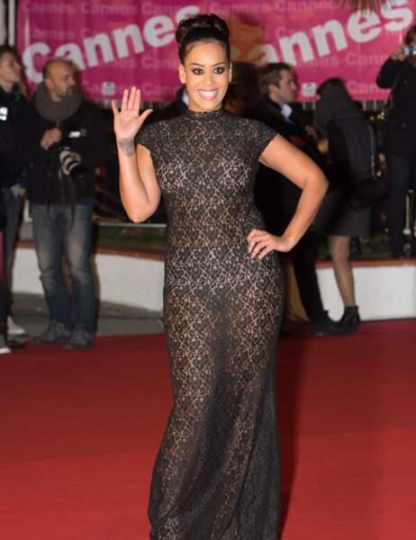 Petit incident de parcours pour Amel Bent aux NRJ Music Awards. Pour les sous-vêtements sexy, on repassera...