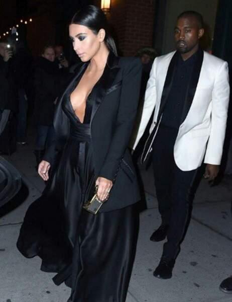 Kim Kardashian a mis ses atouts en valeur