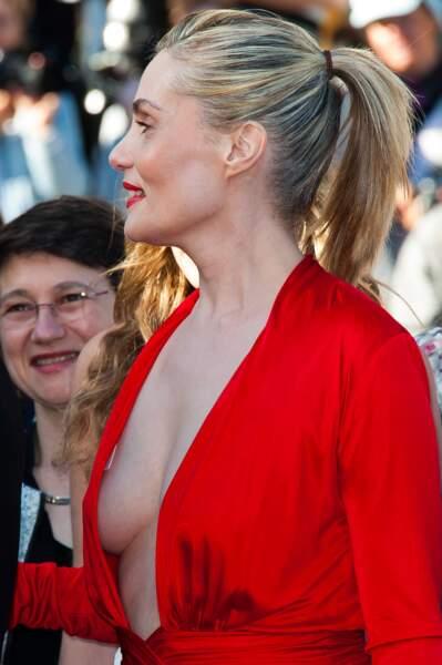 Festival de Cannes, les accidents de tenue les plus sexy - Emmanuelle Seigner très en beauté