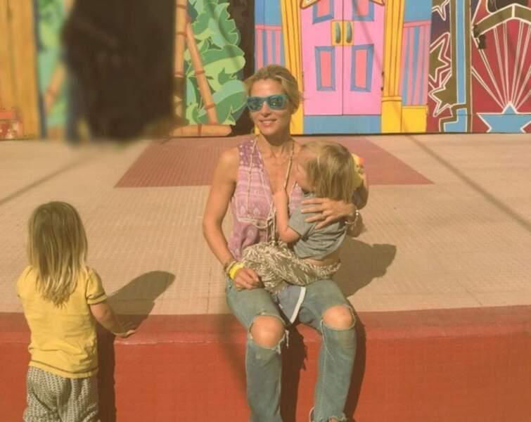 Ces stars parents de jumeaux : Elsa Pataky pose avec ses fils (mais en cachant toujours leurs visages)