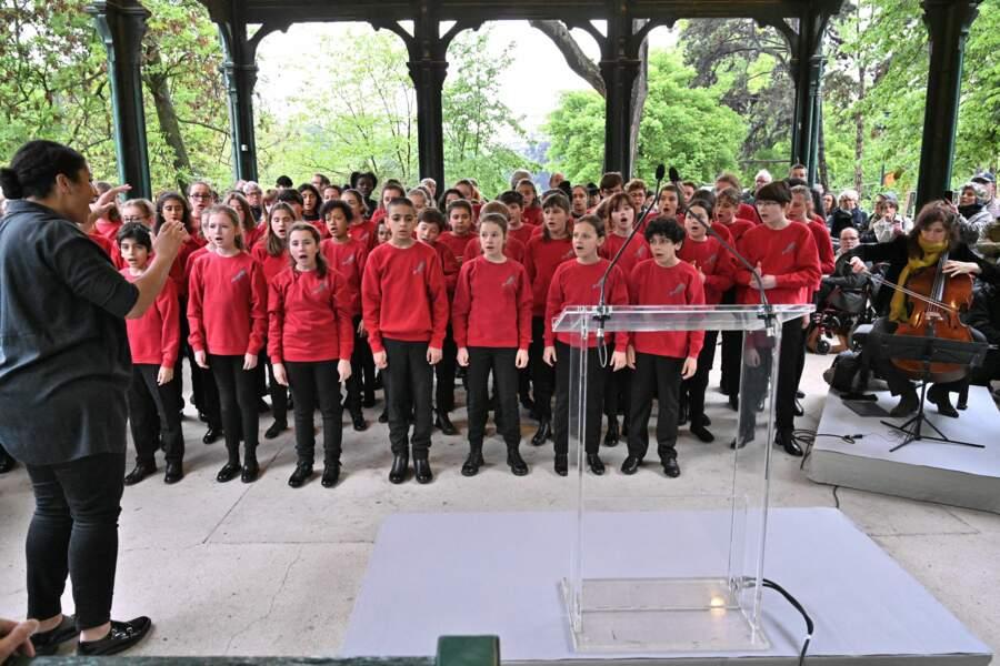 De jeunes choristes de la Maîtrise populaire de l'Opéra Comique étaient également présents