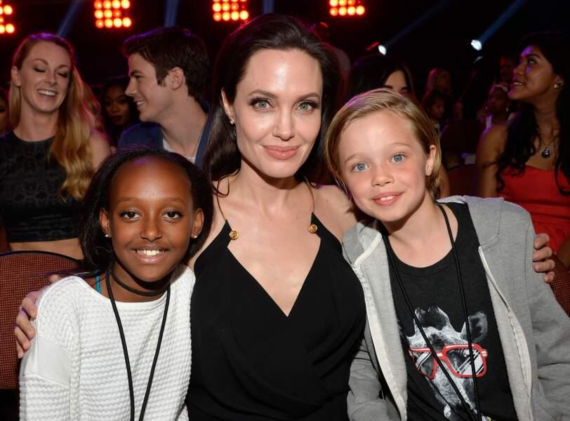 L'actrice accompagnée de deux de ses filles à la soirée de remise des Kids Choice Awards 2015