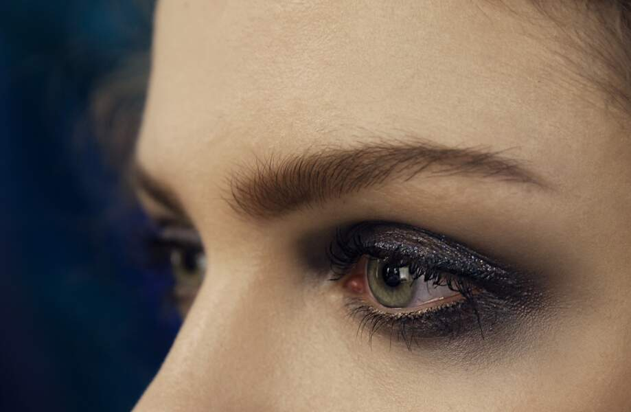 Les yeux charbonneux : Armani Runway