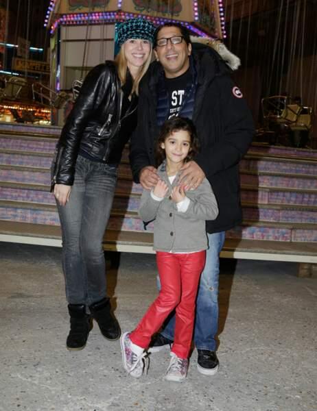 Smaïn est venu profiter de la soirée en famille, avec sa femme et sa fille
