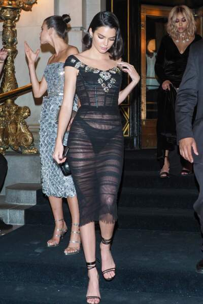 Tenue transparente et culotte apparente : Kendall Jenner