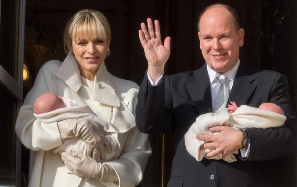 Albert et Charlène de Monaco présentent leurs jumeaux ce 7 janvier 2015