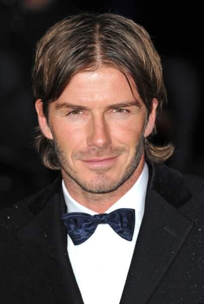 David Beckham en 2010: raie au milieu + noeud pap'= look de premier de la classe