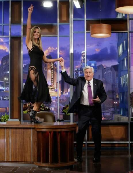 Heidi Klum est fière de montrer qu'elle aussi tombe le bas