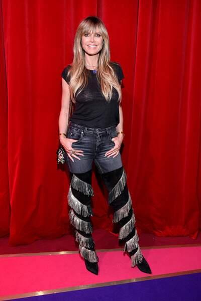 Don't Heidi Klum dans un look rock démodé