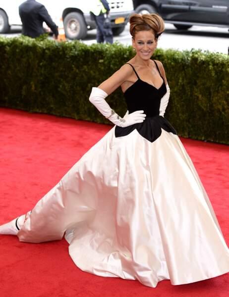 Sarah Jessica Parker fan absolue du couturier n'hésitait pas à...