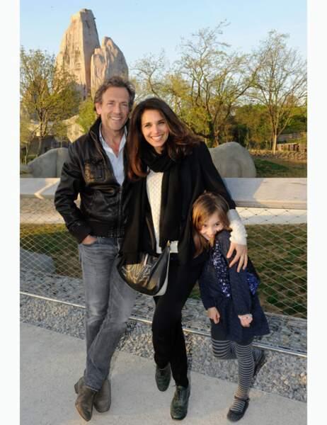 Belle photo de famille pour Stéphane Freiss, avec sa femme et ses enfants