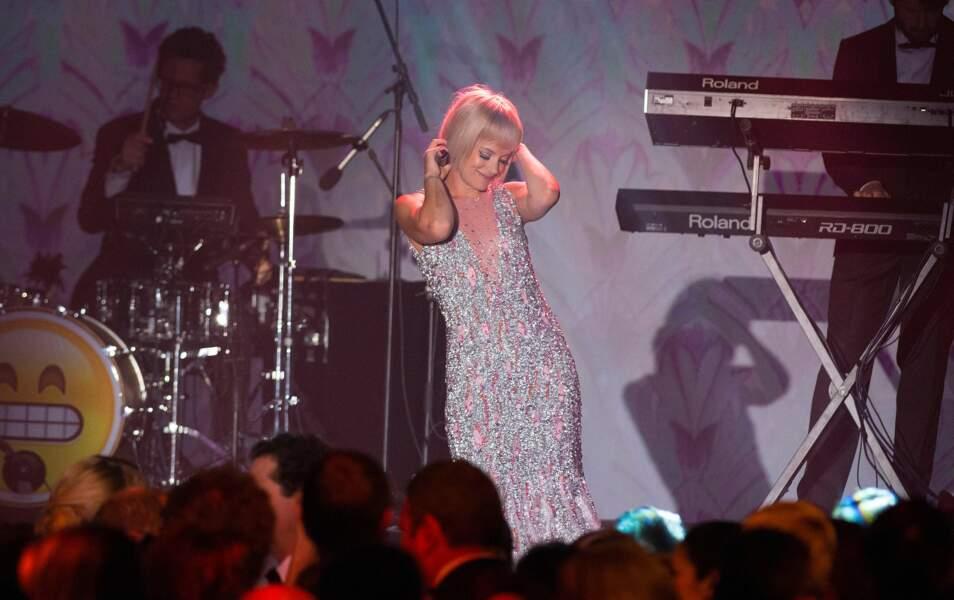 Lily Allen enflamme le Bal de la Rose 2015
