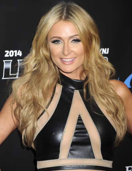 Paris Hilton et son décolleté transparent...