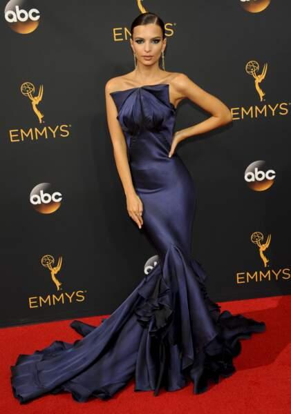 Emmy Awards 2016 : Emily Ratajkowski en Zac Posen