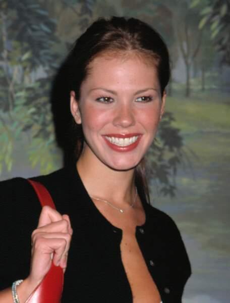 Ces stars qui ont VRAIMENT abusé de la chirurgie esthétique : Nikki Cox avant