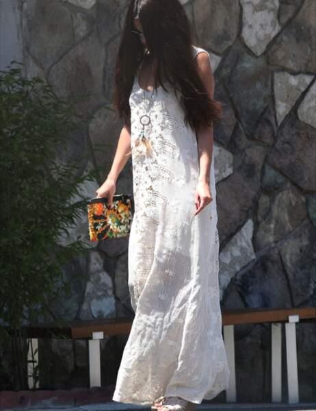 Selena Gomez assume un look hippie, super tendance l'été (festival, Woodstock, tout ça...)