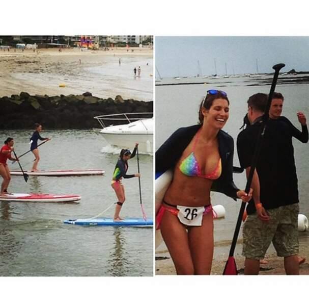Laury Thilleman fait du paddle board