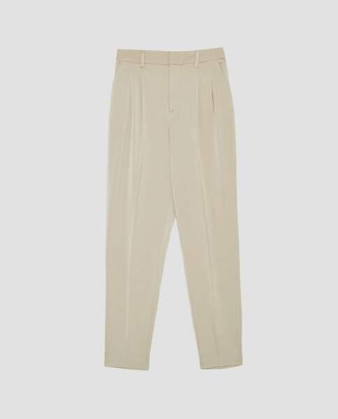 Zara : Pantalon taille haute à pinces, 25,99 euros au lieu de 39,95 euros