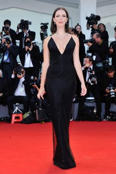 Mostra de Venise 2017 : deuxième robe noire pour Rebecca Hall, toujours élégante