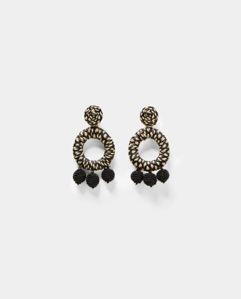 Boucles d'oreilles anneaux en raphia, Zara, 12,95 euros