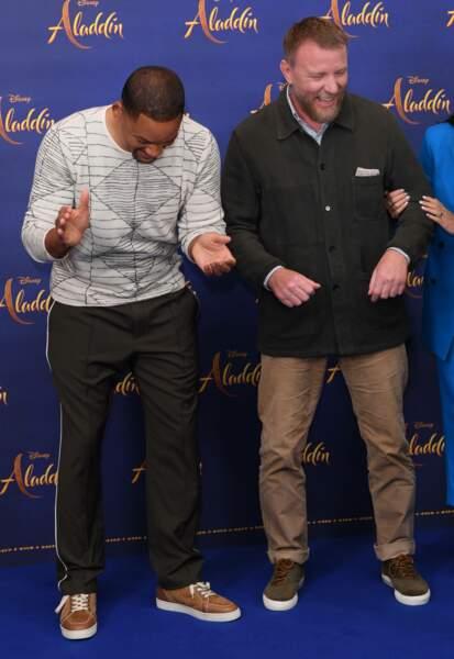 Will Smith et le réalisateur Guy Ritchie en plein fou rire