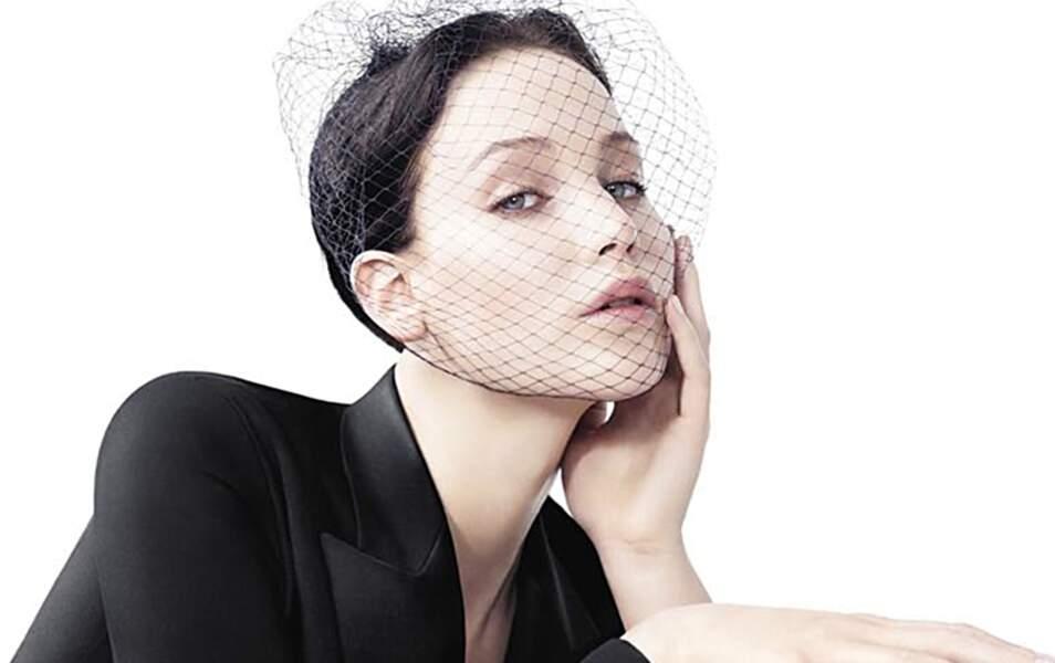 Jennifer Lawrence en brune pour Dior