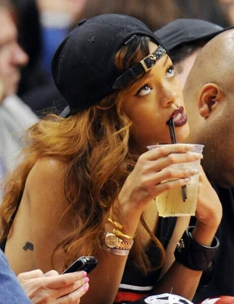 Rihanna assiste à un match des Lakers