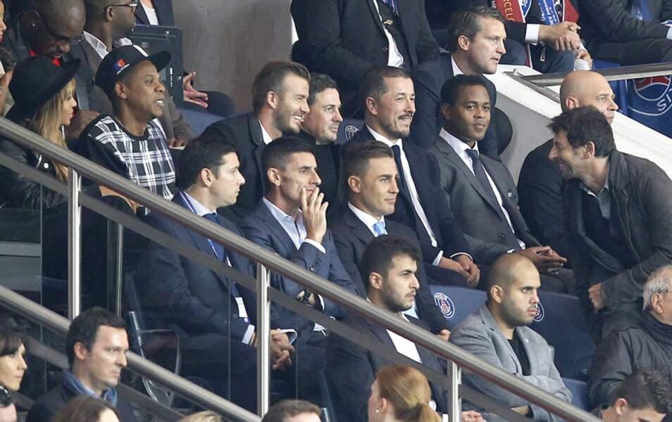 Et enchaîne avec une petite blague qui fait bien rire David Beckham