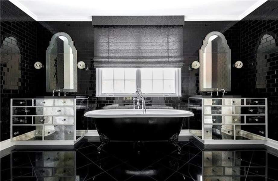 Visitez la superbe villa que Kylie Jenner met en vente : voici la salle de bain