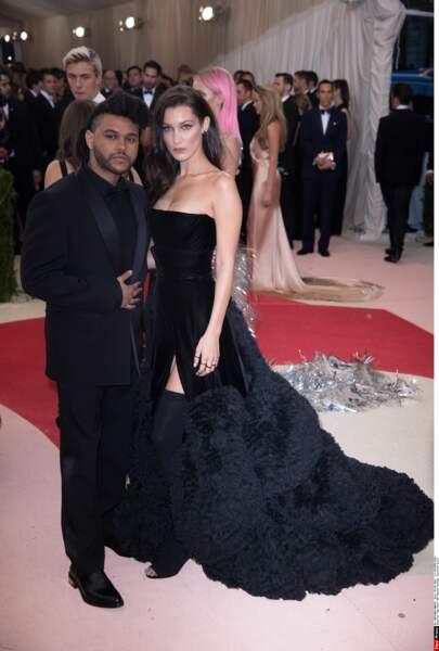 Bella Hadid et son fiancé The Weeknd tous deux en Givenchy