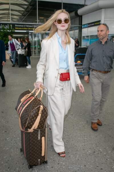 Elle Fanning lors de son arrivée à Cannes