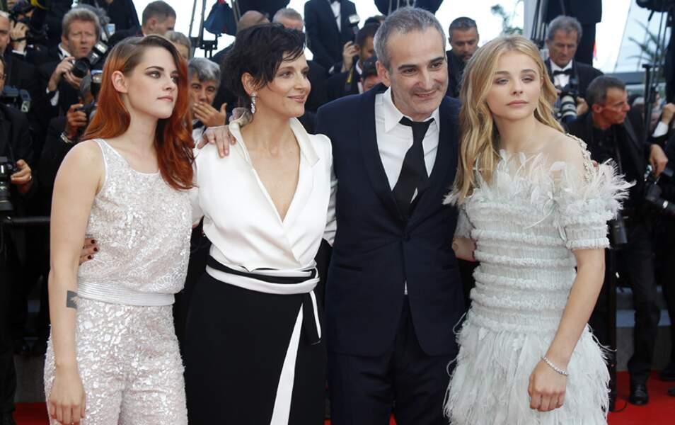 Entouré de ses actrices, le réalisateur français jubile !