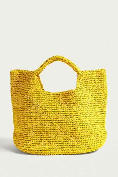 Urban Outfitters, sac fourre-tout en paille souple jaune fluo, 39 €