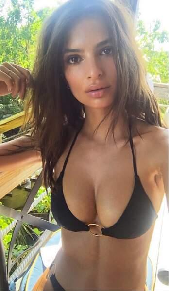Les vacances les plus SEXY du monde Emily Ratajkowski de face