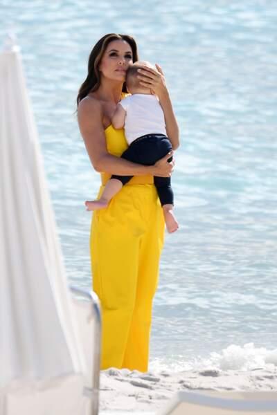 Cannes 2019 : Eva Longoria et son fils Santiago à la plage
