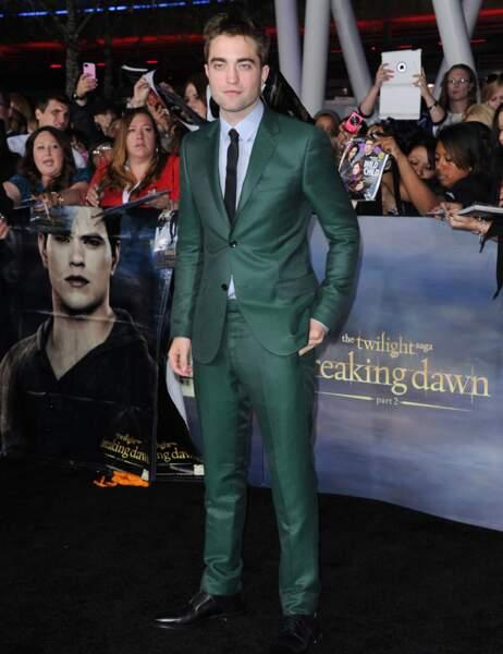 Robert Pattinson, impeccable en costume vert