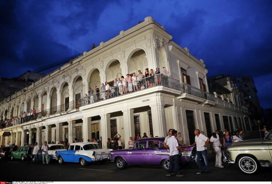 Défilé Chanel à Cuba : c'est depuis leurs balcons que les habitants de La Havane ont pu assister au show
