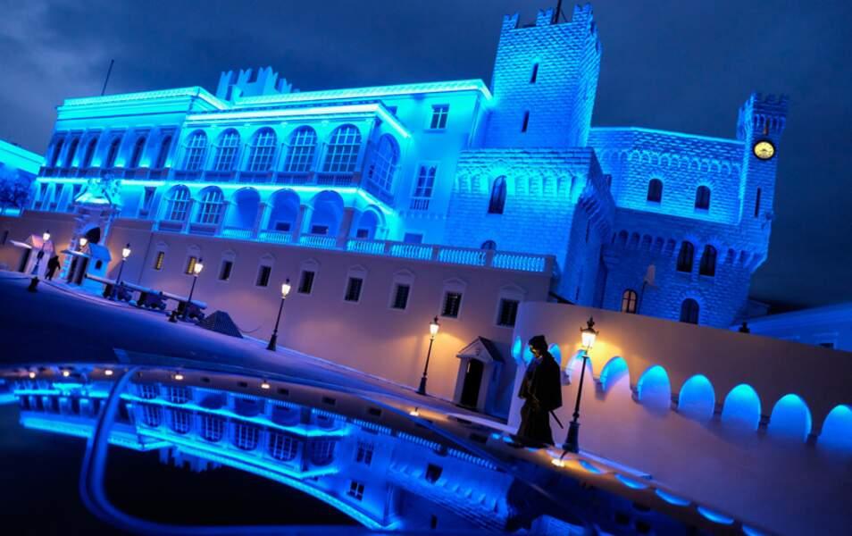 Le Palais princier illuminé de bleu