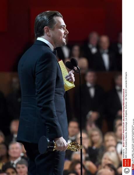 Leonardo DiCaprio a été photographié en train de remercier Papa, Maman, Ganesh, Oui-Oui, mon producteur et Cie