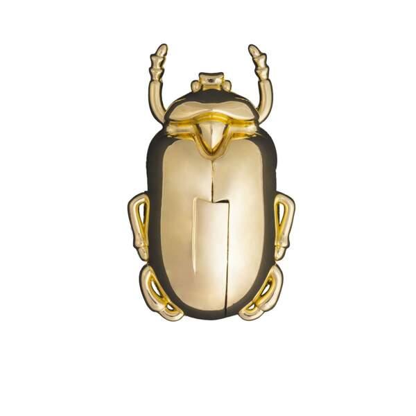 Notre sélection de cadeaux pour homme : Décapsuleur insectum doré, DOIY, chez Fleux, 24,50 euros