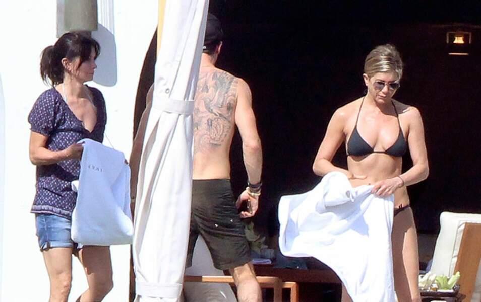 Quelques jours de repos au soleil pour Courteney Cox, Justin Theroux et Jennifer Aniston