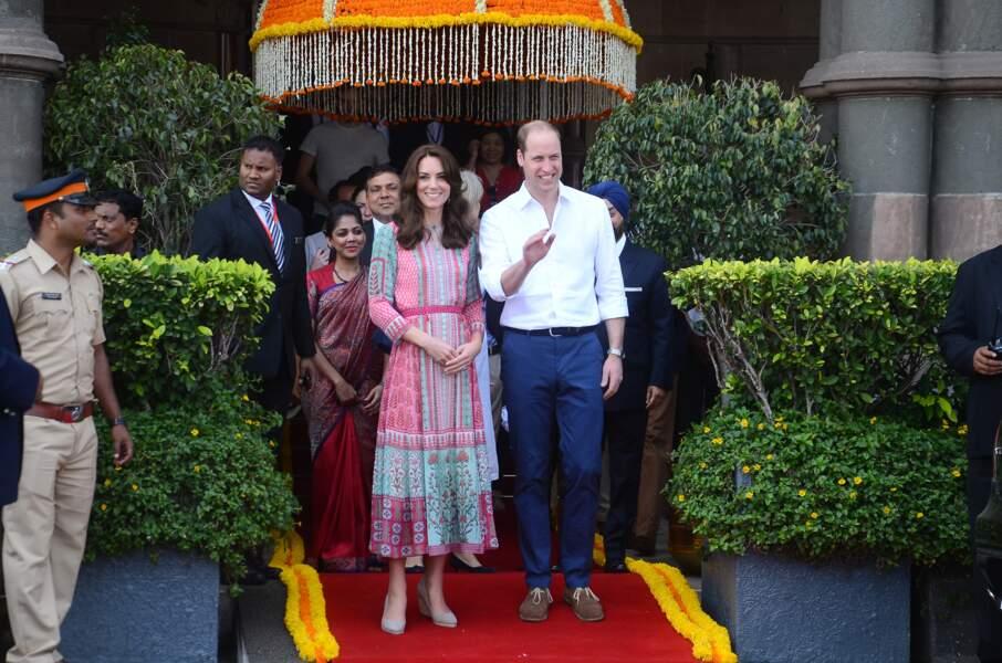 Première séparation des enfants pour Kate Middleton et William, partis en visite officielle en Inde et au Bhoutan