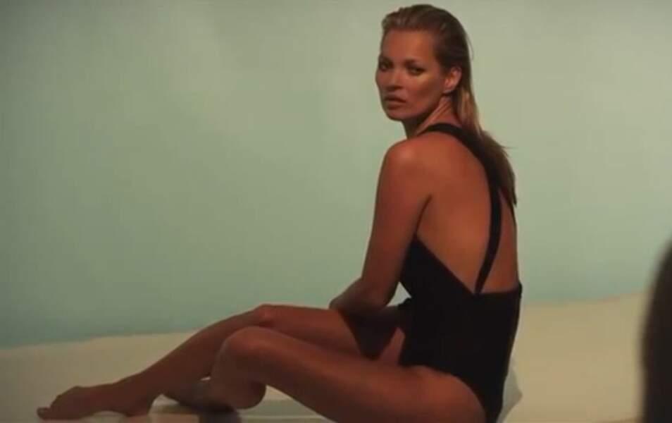 Kate Moss pose nue pour une marque d'autobronzant