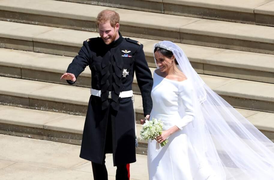 Le prince Harry et Meghan Markle sur les marches de la chapelle Saint-George