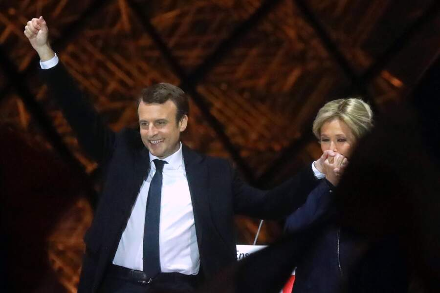 Elu président, Emmanuel Macron ne pouvait partager ce grand moment qu'avec sa femme