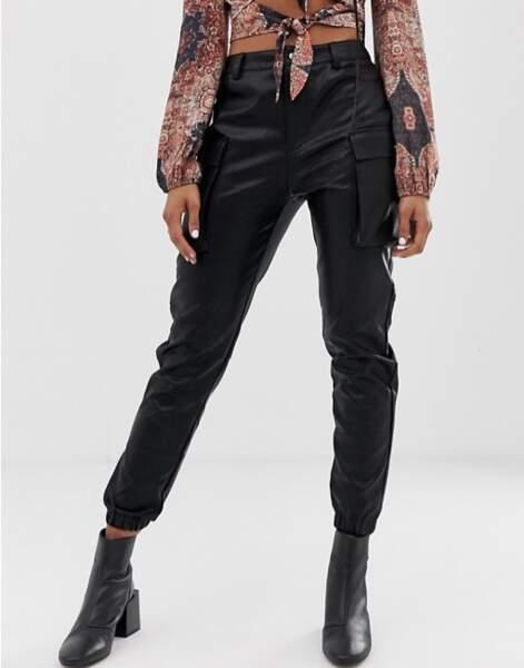 Pantalon cargo en similicuir, Wild Honey sur Asos, actuellement à 38,99€