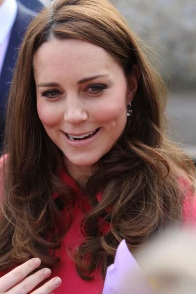 Kate Middleton répond aux questions des passants